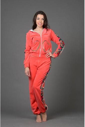 Ярко-оранжевый велюровый костюм