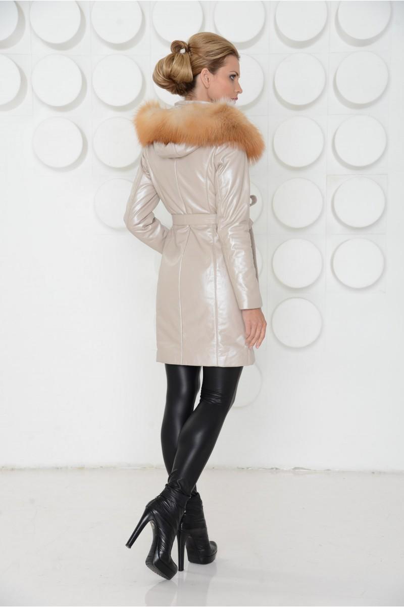 Женское кожаное пальто на зиму.