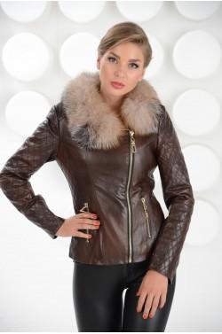 Стильная куртка из эко-кожи с меховым воротником
