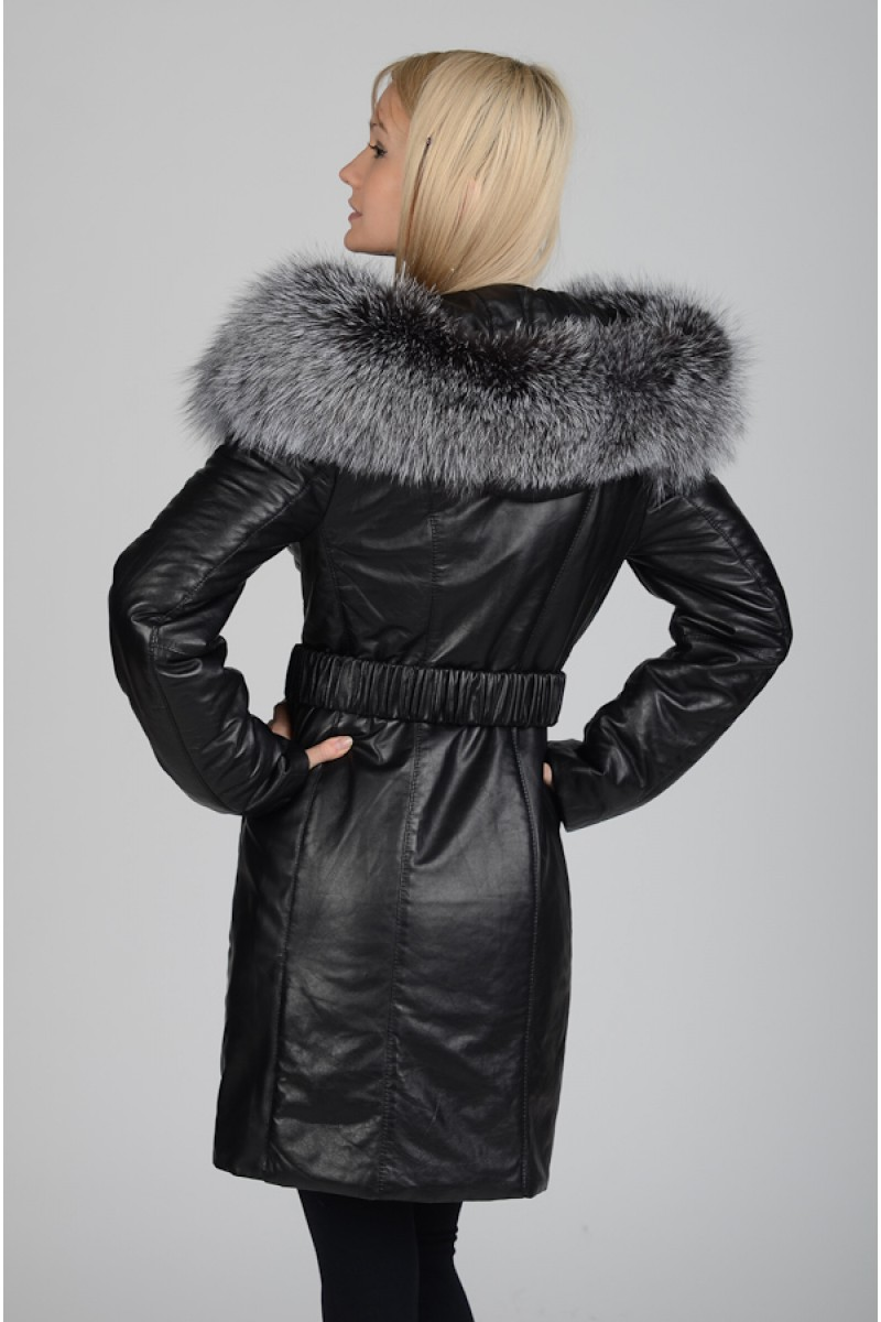 Зимнее кожаное пальто с мехом чернобурки.