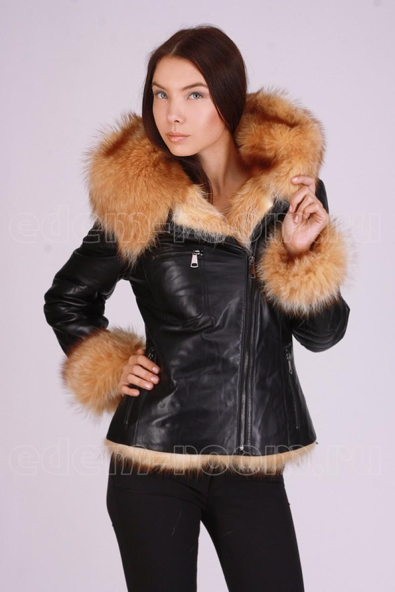 Зимняя кожаная куртка  из меха енота.