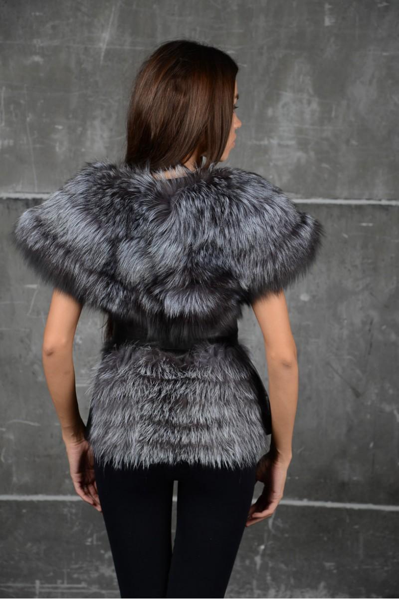 Оригинальная меховая жилетка из чернобурки