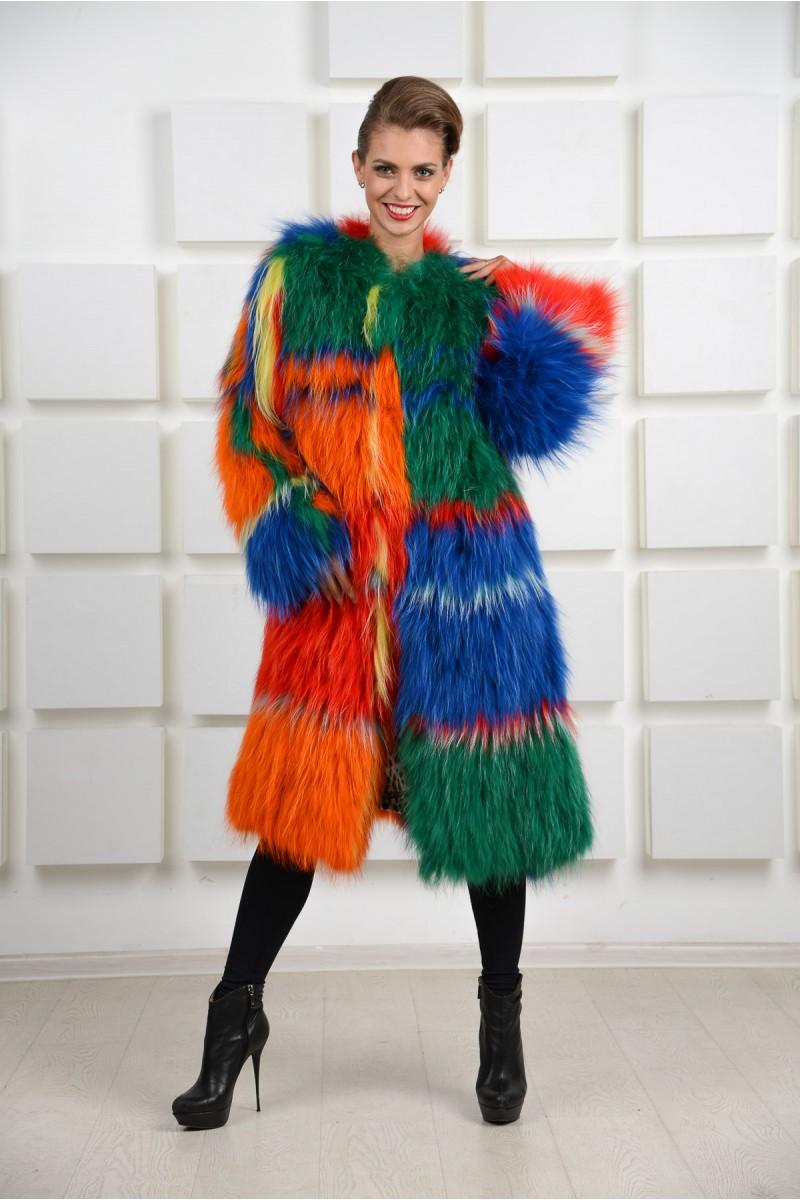 Экстравагантное длинное пальто из енота