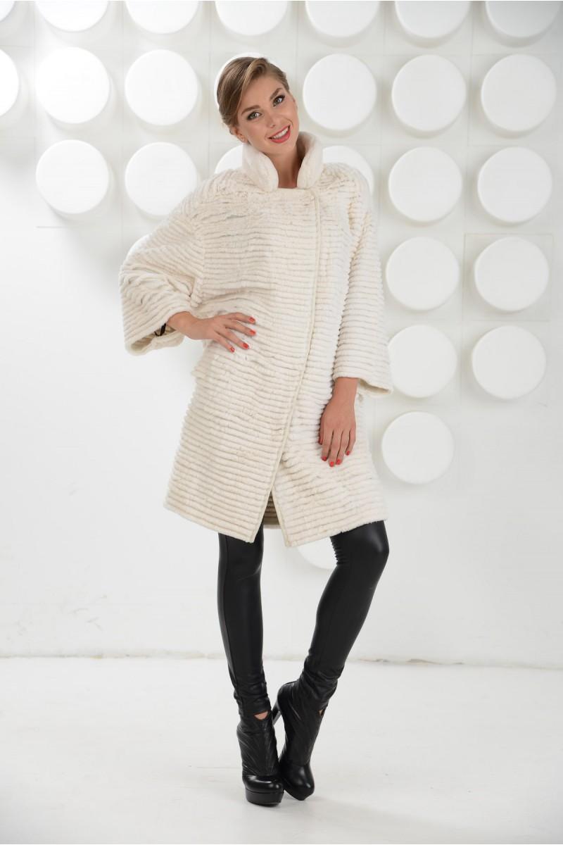 Белоснежная меховая пальто из кролика рекс